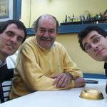 De izquierda a derecha: Pablo Ascúa, Walter Heinze y Leonardo Bravo. Foto tomada por Marcelo. Rosario, 2002.