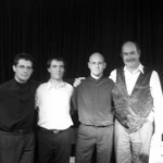 De izquierda a derecha: Leonardo Bravo, Pablo Ascúa, Marcelo Coronel y Walter Heinze. Concierto en Capitán Bermúdez. 2002