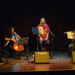 De izquierda a dewrecha: Marcelo Coronel, Virginia Morelli, María Herminia Grande y María Amalia Maritano. Presentación del CD Alfalfa. Rosario, Sala Empleados de Comercio.