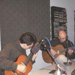 Tocando en radio con Leonardo Bravo en Toronto, Canadá. 2001.