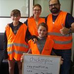"""Auch das Team """"Chickenpix"""" trat mit ganz jungen Teilnehmerinnen an. Dank dem trainierten Geocache-Instinkt aber kein Problem. Vielen Dank für euren Besuch!"""