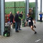 512: Ben Hornickel - angefeuert vom Vater (517) und dem Geschäftsführer der Köthener Brauerei, Michael Schölzel
