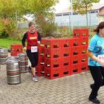 """516: Jaqueline Stein Team 4 """"Alte Fabrik"""" dicht gefolgt von der 516: Birgit Ebert vom Team des CfC Germania Köthen I"""