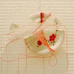 title : 繕い material:割れた皿、糸、樹脂 size : 20×19×2.2cm