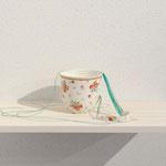 title : favorite material:割れたマグカップ、糸、 size : 15×12×8cm