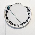 title : repaire-夜 material:割れた皿、糸、 size : 29×13×1.5cm
