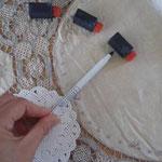 画鋲で真ん中を止めて 画鋲に紐を括り付けて 延長線上においていく方法もOK