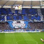 Beeindruckende Choreografie der HSV Fans vor dem Spiel