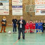 Der Präsident des schleswig-holsteinischen Landtages und Schirmherr des Turniers, Klaus Schlie, bei seiner Laudatio.