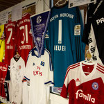Trikots und Eintrittskarten diverser Profi-Teams standen zur Versteigerung