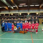 Gruppenfoto des Team DoppelPASS mit der F-Jugend und dem Landtagspräsidenten.