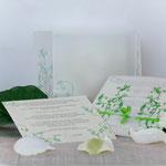 Hochzeitseinladung - Quadratisch mit Schutzhülle Transparent, grüner Schleife und Einleger