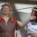"""Cäsar und Kleopatra beim """"Zeit-Epochen-Karussell"""" - 2013 in Endingen"""