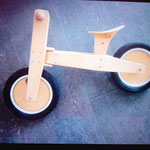 Retro-Holzlaufrad, gebraucht, guter Zustand, Leihgebühr 12€ monatlich, Selbstabholung, Kaution 30€ vor Ort bezahlen