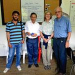 Der Bürgermeister von Onzales (2. von links) und sein Dolmetscher (ganz links). Wir sind natürlich auch auf dem Bild.