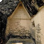 Die Mayas kannten kein echtes Gewölbe. Deshalb konnten sie nur schmale Räume bauen.