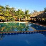 Neben der Cenote gibt es einen wunderbaren Pool.