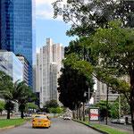 Fahrt durch Panama City.