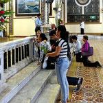 Ein Bild vom folgenden Dienstag, schon wieder eine Messe mit gläubigen Costa Ricianern.