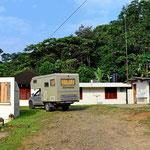 Unser Übernachtungsplatz an der Rangerstation am Guyabeno Fluss.