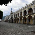 Der Governeurspalast von Antigua, von hier aus wurde bis 1755 Mittelamerika verwaltet.