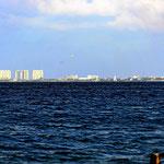 Ein Teil der Cancun-Skyline aus der Ferne.