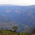 Blick in den Chicamocha Canyon. EWr ist über 1000 m tief.