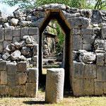 """Da Maya kannten nur das """"unechte"""" Gewölbe (ohne Schlusstein). Deshalb konnten sie keine großen Spannweiten überbrücken."""