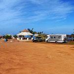 Unsedr Campingplatz mit Blick aufs Meer.