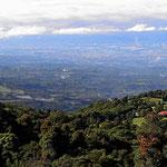 Schwarzwaldlanschaft um den Nationalpark Volcano Poas herum, Blick auf das Tal von San Jose/Alajuela.
