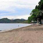Der Strand von Brasilito. Das ist so die typische Touristenbelegung des Strandes.