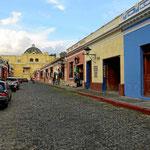 Die Stadt besteht zu fats 100% aus einstöckigen Häusern. Die bleiben besser stehen bei den vielen Erdbeben.