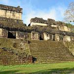 Und dann geht die Besichtigung los, alle Gebäude sind weit über 1000 Jahre alt.