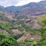 Die Berge auf der Fahrt nach Honduras, alles kahl.