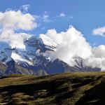 Der Chimborazo im Sonnenschein, der höchste Berg in Ecuador, 6310 m hoch.