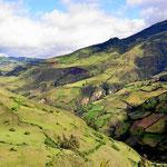 Fahrt nach Las Lajas. Typisch kolumbianische Landschaft, Wiesen über Wiesen und keine Bäume. Die alten Wälder wurden alle abgeholzt.
