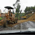Ein Großteil der Straße wird gerade neu gemacht. Bei Regen werden die vielen Baustellen gleich sehr schammig.