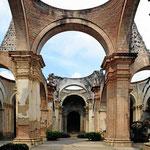 DieKathedrale von Antigua, medhrmals nach Erdbeben wieder aufgebaut. Nach dem großen Beben von 1755 hatten sie keine Lust merh dazu, seitdem ist sie eine Ruine.