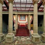 Und die Eingangshalle der Oper.