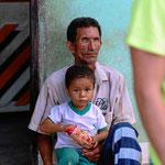 Kinder im Ort Pijino del Carmen.
