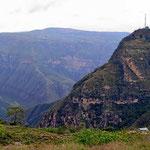 Die (Asphalt) Straße endet im Ort Los Santos, ebenfalls dicht an der Abbruchkante des Chicamochacanyon gelegen.