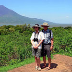 Und das sind wir beiden vor eben diesem Vulkan.