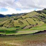 """Die """"typische """"ecuadorianische Landschaft im zentralen Hochland."""