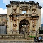 Auch viele andere Kirchen wurden nach 1755 nicht wieder aufgebaut. Die Hautpstadt wurde nach Guatemala City verlegt und es gab sicherlich ein RFiesenbevölkerungsschwund.