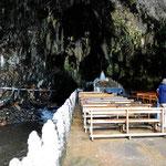 Die Kirche in der Höhle, Marion unterhält sich mit zwei Nonnen aus dem Kloster.