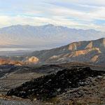 Fahrt hinunter ins Death Valley.