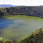 Einer andere Ansicht des Kratersees. Ein Meteor hat hier eingeschlagen.