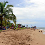 Ich komme am Wochenende vor dem Nationalfeiertag an (Unabhängigkeitstag). Es ist ein verlängerters Wochenende und Punta Uva quillt über (tagsüber).