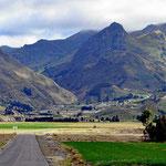 Auf der Fahrt zur Posada de Tigua fahfen wir durch eine Berglandschaft mit einem wunderschönen Muster an Wiesen und Feldern.