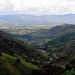 Blick auf die Ebene von Mogotes auf unserem Weg nach Onzaga.